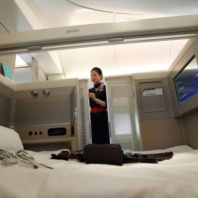 """东航首架波音777-300er飞机头等舱内设""""双人床"""""""