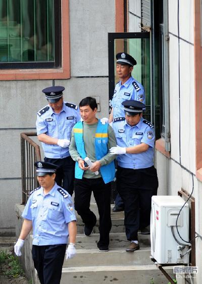 ...法部燕城监狱对罪犯南勇减刑案进行了公开开庭审理,并当庭宣判,...图片 44883 400x562